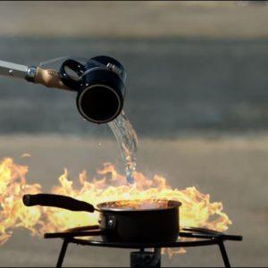 Ποτέ νερό σε λάδι που καίγεται.