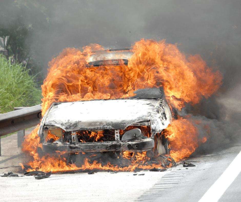 You are currently viewing Τι κάνουμε σε περίπτωση που το αυτοκίνητο πιάσει φωτιά